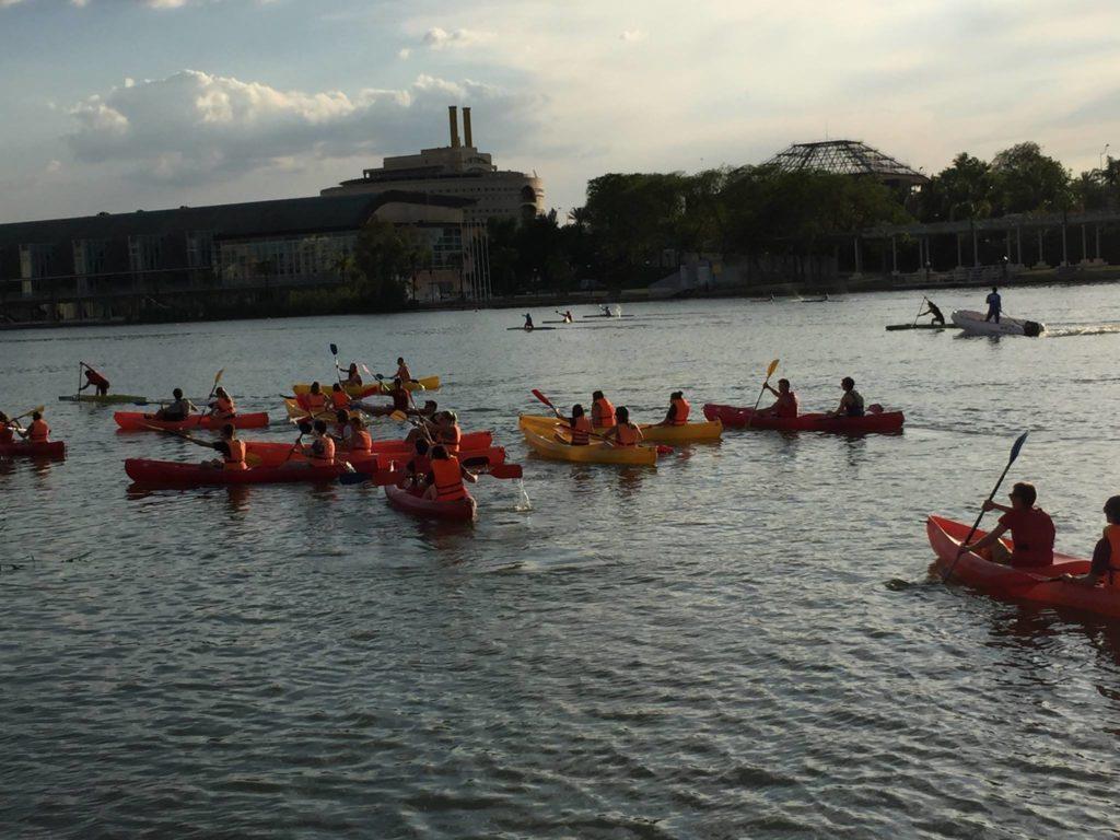Mundolengua summer program kayaking on the river