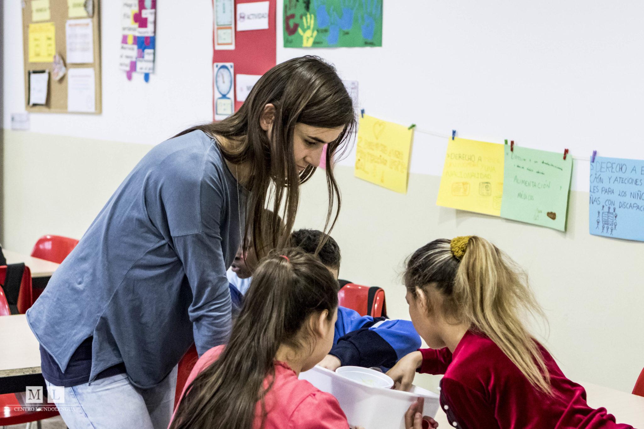 Volunteer in Spain to help kids
