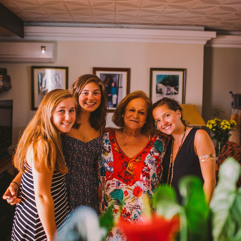Summer Spanish immersion programs for high school students with family homestays